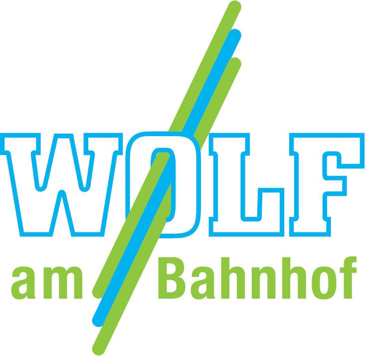 Wolf am Bahnhof
